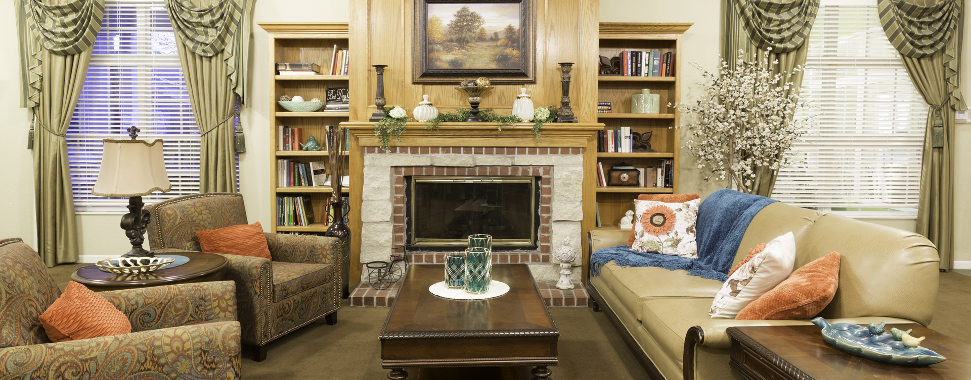 Socialize with friends in the living room at Bickford of Omaha - Hickory