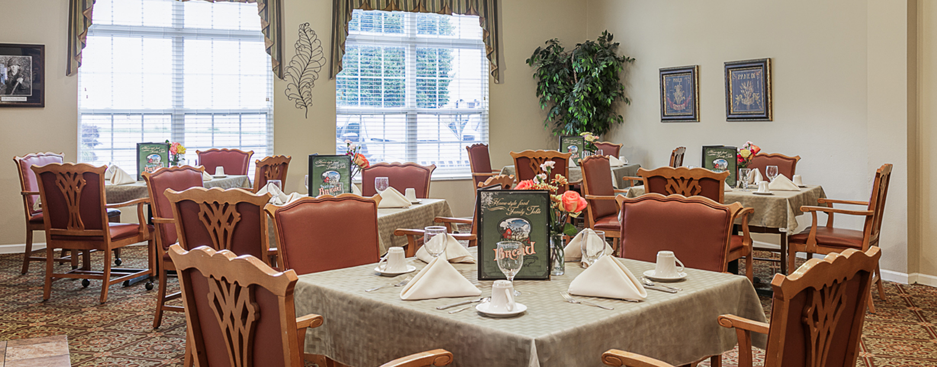 Enjoy homestyle food with made-from-scratch recipes in our dining room at Bickford of Omaha - Hickory