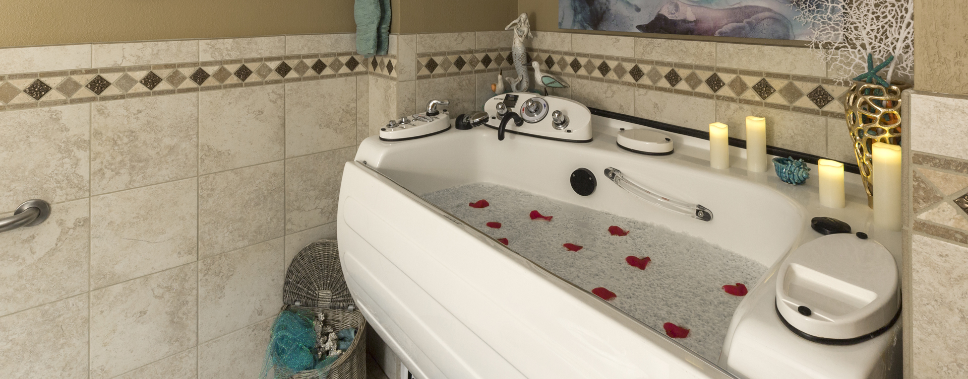 Our whirlpool bathtub creates a spa-like environment tailored to enhance your relaxation and enjoyment at Bickford of Omaha - Hickory