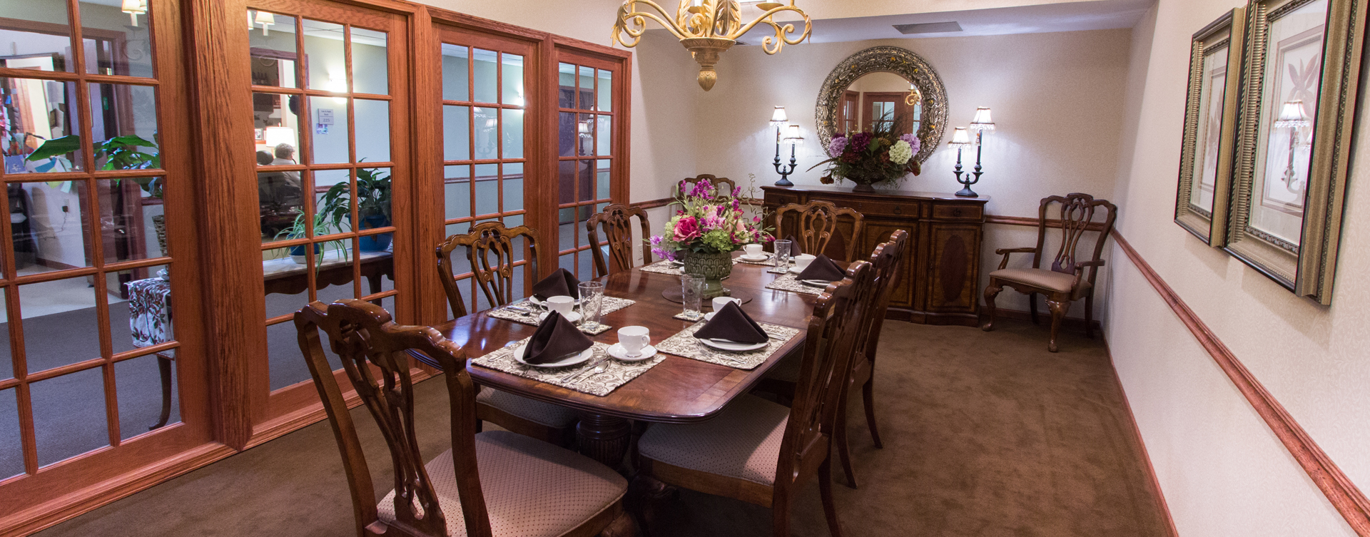 Have fun with themed and holiday meals in the private dining room at Bickford of Bourbonnais