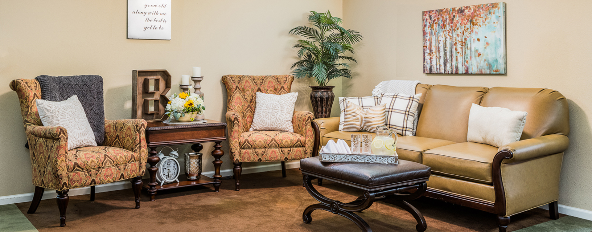 Socialize with a good friend in the sitting area at Bickford of Fort Dodge
