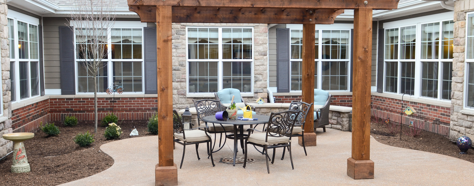 A single entrance courtyard gives residents with dementia the opportunity to be safe outside at Bickford of Gurnee