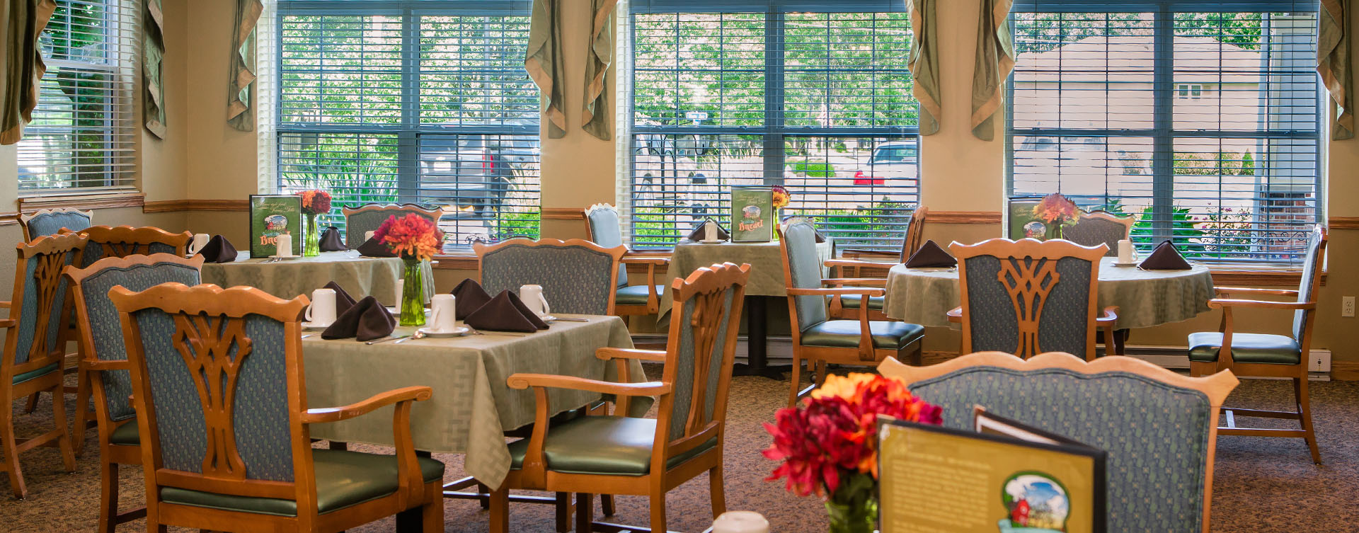Enjoy restaurant -style meals served three times a day in our dining room at Bickford of Macomb