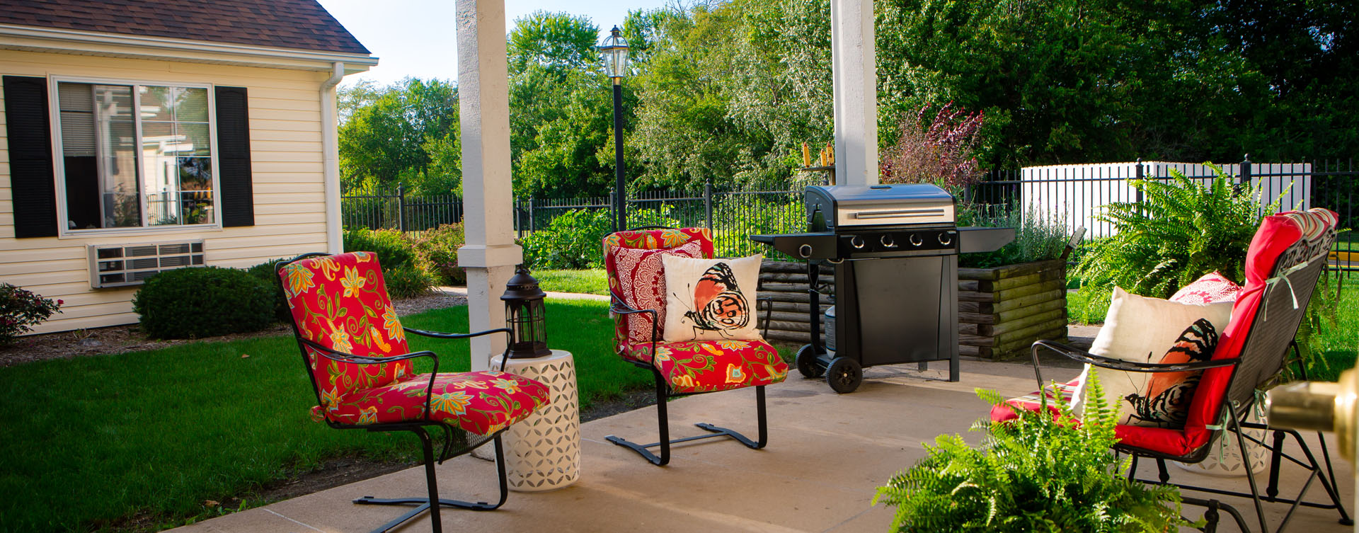 Feel like you're on your own back porch in our courtyard at Bickford of Macomb