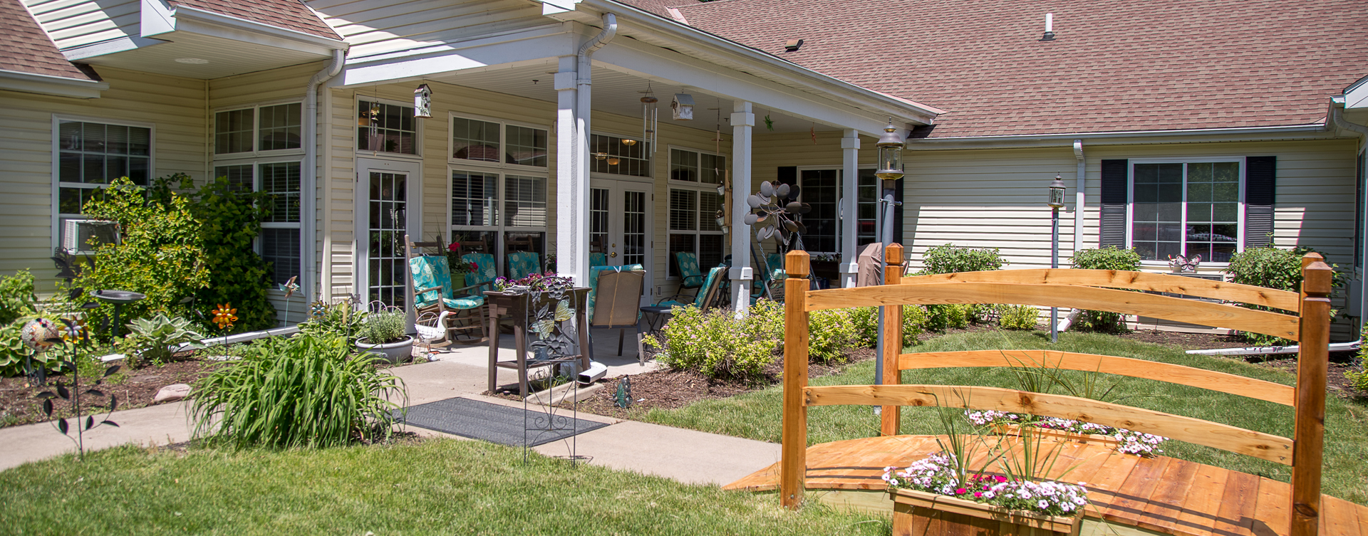 Feel like you're on your own back porch in our courtyard at Bickford of Moline