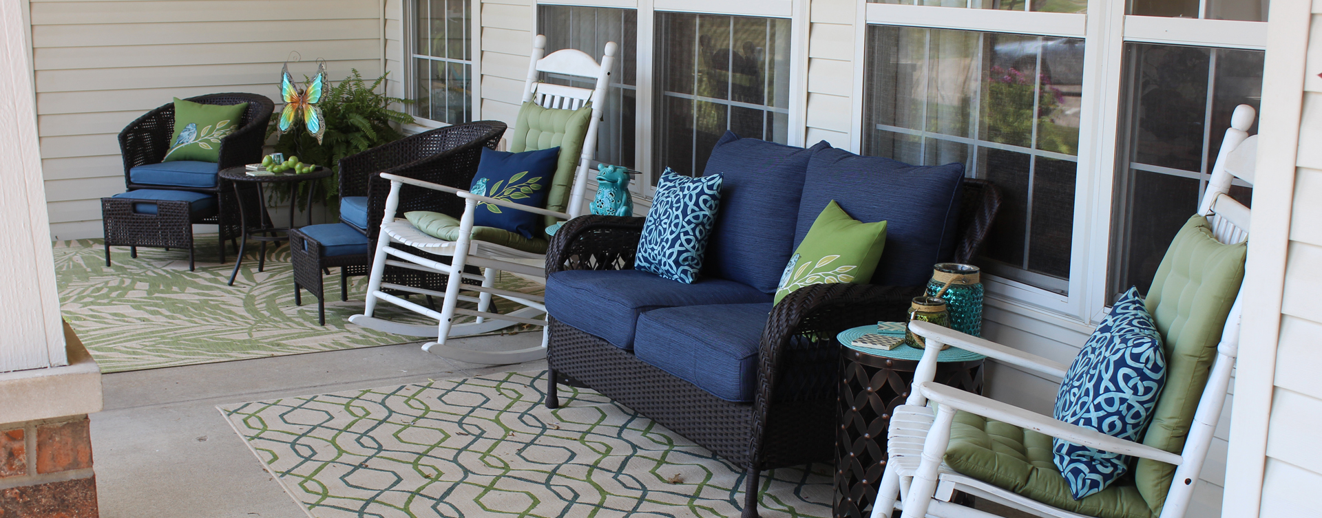 Enjoy conversations with friends on the porch at Bickford of Muscatine