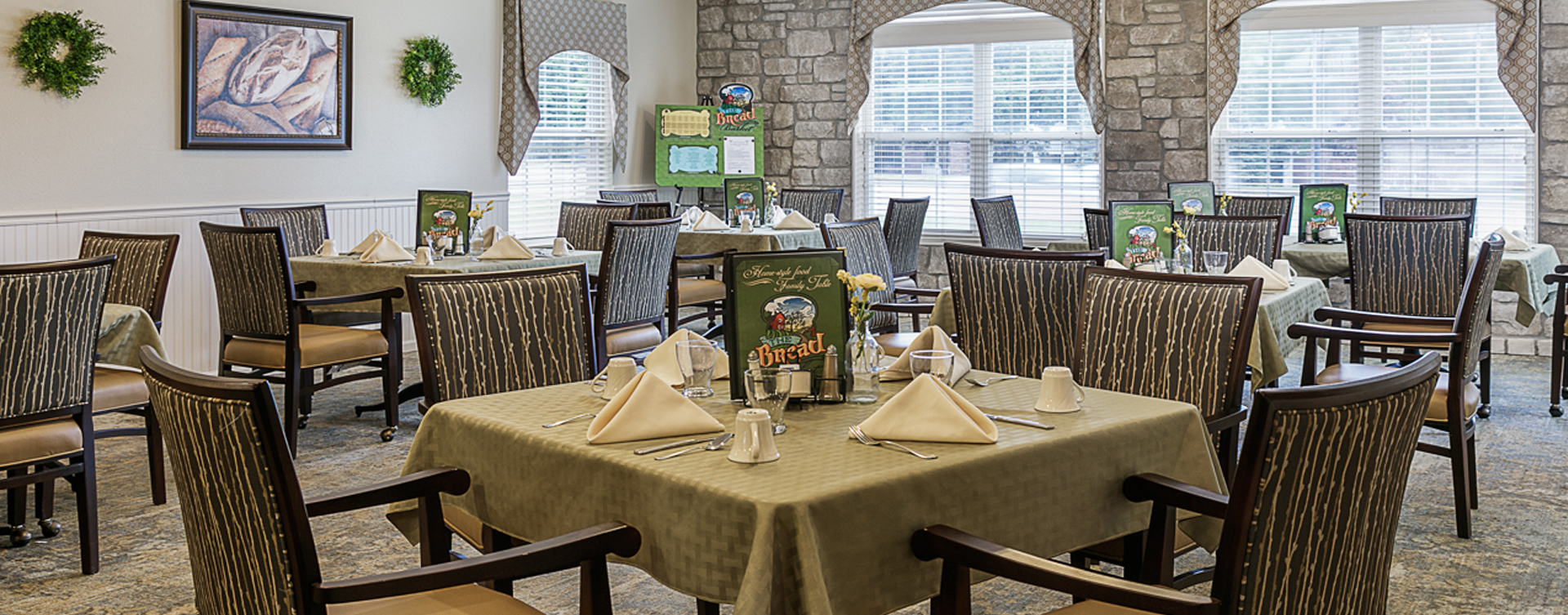 Enjoy homestyle food with made-from-scratch recipes in our dining room at Bickford of Omaha - Blondo