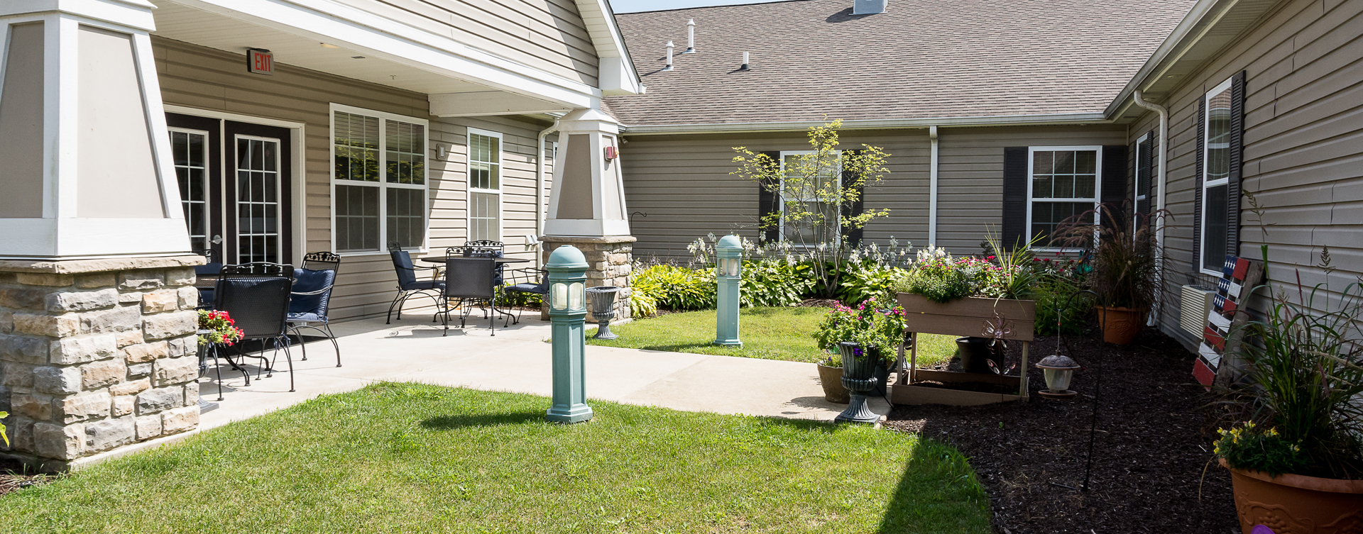 A single entrance courtyard gives residents with dementia the opportunity to be safe outside at Bickford of Oswego