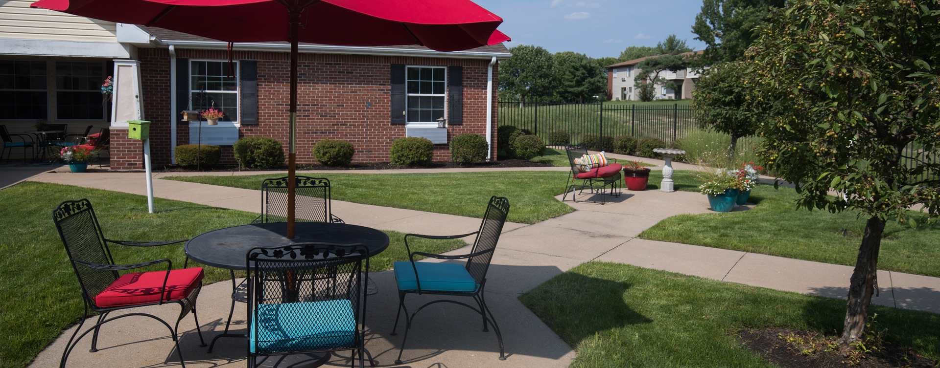 A single entrance courtyard gives residents with dementia the opportunity to be safe outside at Bickford of Quincy