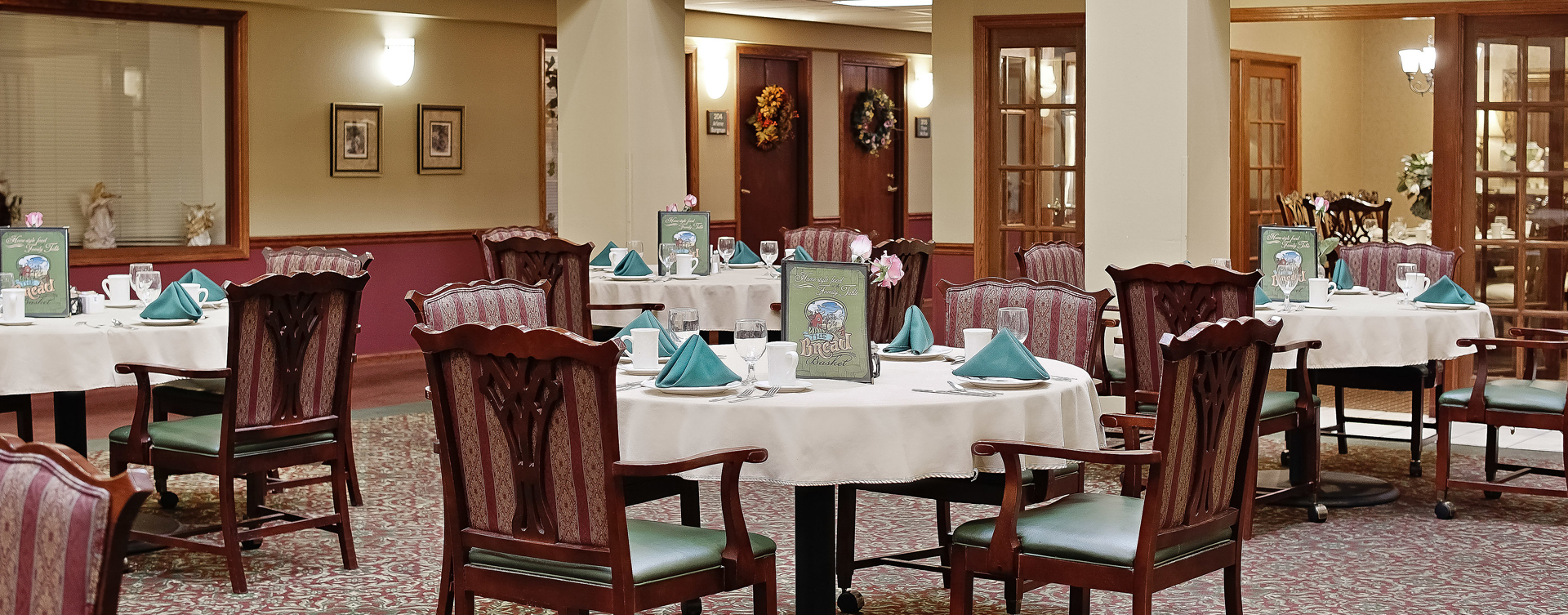 Enjoy restaurant -style meals served three times a day in our dining room at Bickford of Raytown