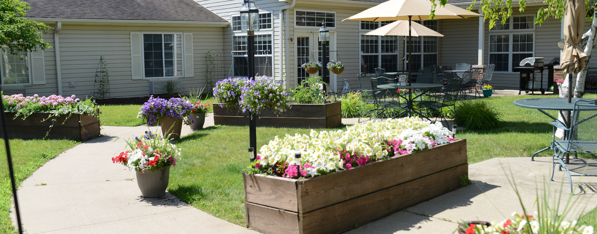 Feel like you're on your own back porch in our courtyard at Bickford of Sioux City