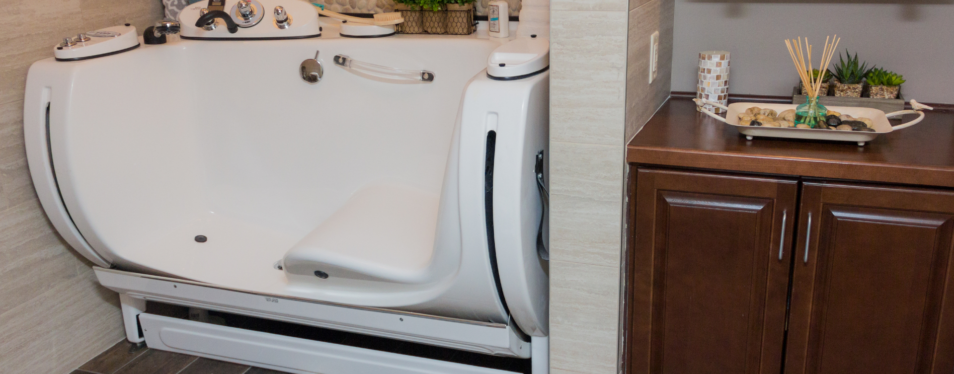 With an easy access design, our whirlpool allows you to enjoy a warm bath safely and comfortably at Bickford of Suffolk