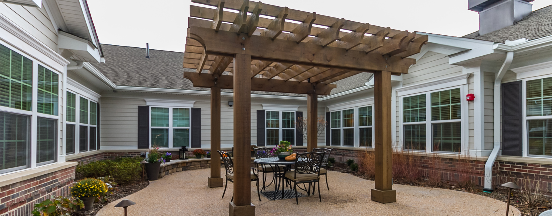 Residents with dementia can enjoy the outdoors by stepping into our secure courtyard at Bickford of Virginia Beach